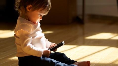 gty_toddler_smartphone_ll_120621_wblog